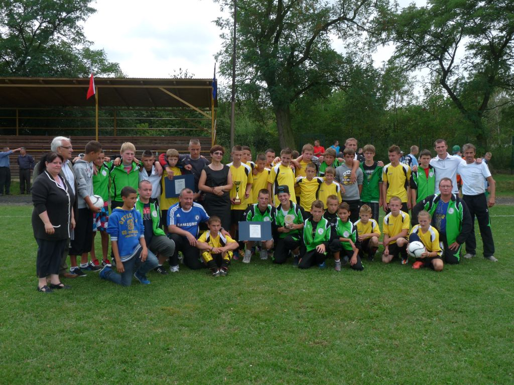Tournoi international jeune de football, à Kostmo